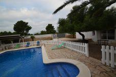 Villa con piscina en la zona de Calafat