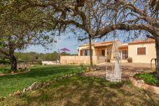 Casa rural para 6 personas con vistas al jardín