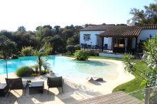 Villa con piscina en la zona de Residencial Begur