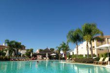 Apartamento con piscina en la zona de Cancelada
