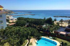 Apartamento con piscina en Nueva andalucia
