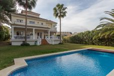 Villa de 5 habitaciones en Nueva andalucia