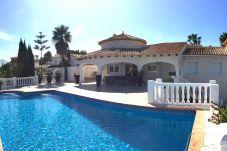 Villa con piscina en la zona de La Sella