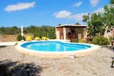 Casa rural con piscina en la zona de Sa Caixota - Vista alegre