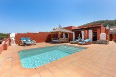 Villa con piscina en la zona de Cala Tarida