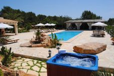 Casa con piscina en la zona de Es canar  / es canà