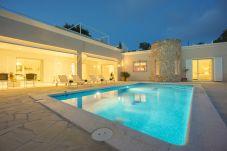Villa con piscina en Ibiza ciudad